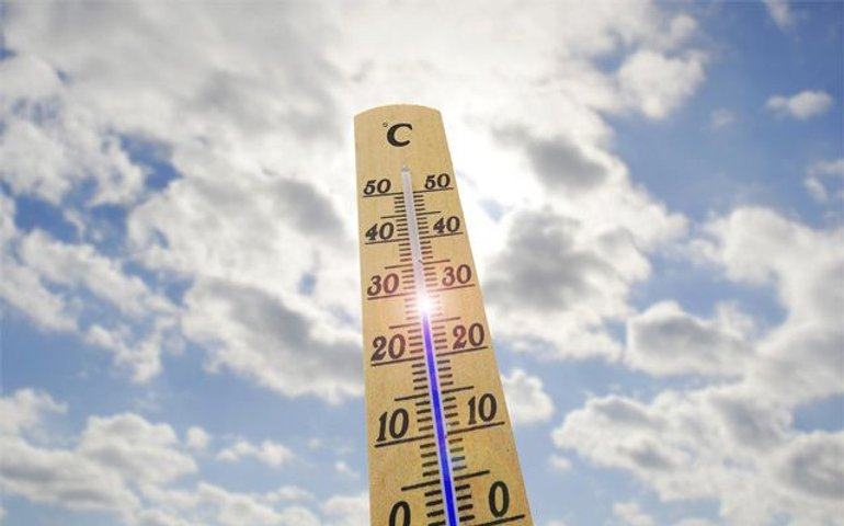 На курортах України температура знижується, море тепле, дощить