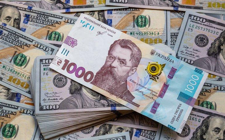 НБУ: Курс долара трохи виріс після падіння