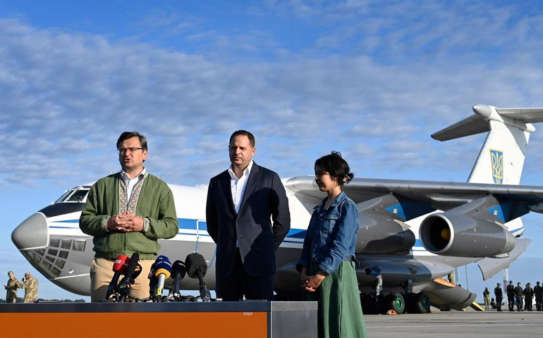 В Києві сів літак з евакуйованими з Кабула українцями