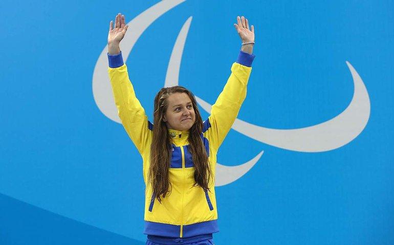 Плавчиня Стеценко принесла Україні третє золото