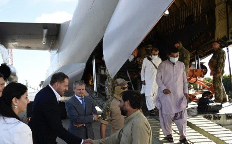 Україна евакуювала 80 українців з Кабулу, — МЗС