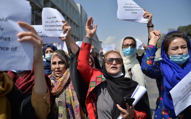 В Кабулі таліби сльозогінним газом розігнали акцію протесту жінок: вимагали представництва в уряді