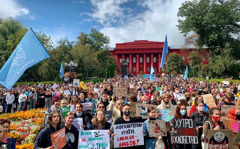 Тисяча людей пройшла центром Києва на Марші захисту тварин