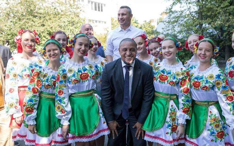 Роберто Карлос та Луїш Фігу приїхали до Києва на відкриття футбольної школи Реалу