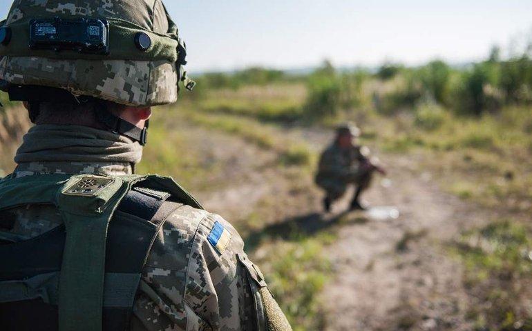 На Донбасі обстріляли українські позиції в районі Пісків