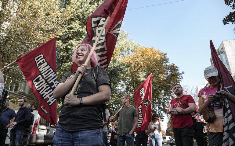 Члени партії «Демократична сокира» влаштували протест перед будівлею Верховного Суду