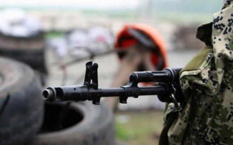 Бойовики на Донбасі обстріляли позиції українських військових: поранено місцевого жителя