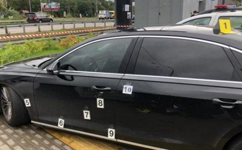 ОНОВЛЕНО: Під Києвом з автомата обстріляли авто помічника Зеленського Шефіра: поранено водія