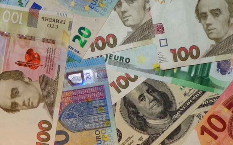 НБУ: Долар дорожчає