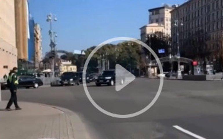 У Києві перекривали Хрещатик для проїзду президентського кортежу
