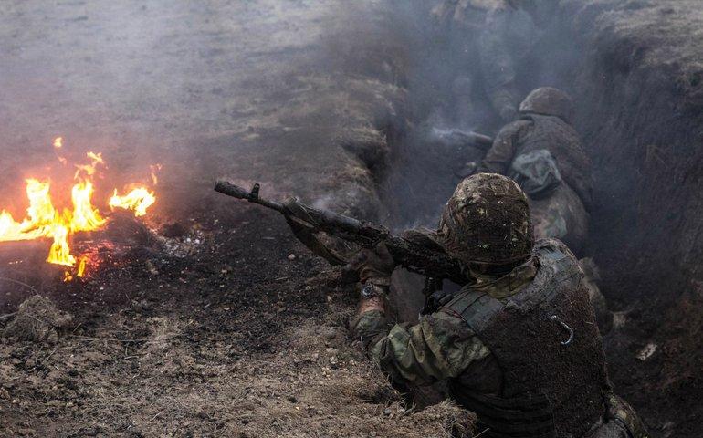 Війна на Донбасі: росіяни тричі обстріляли українські позиції, один воїн отримав осколкове поранення