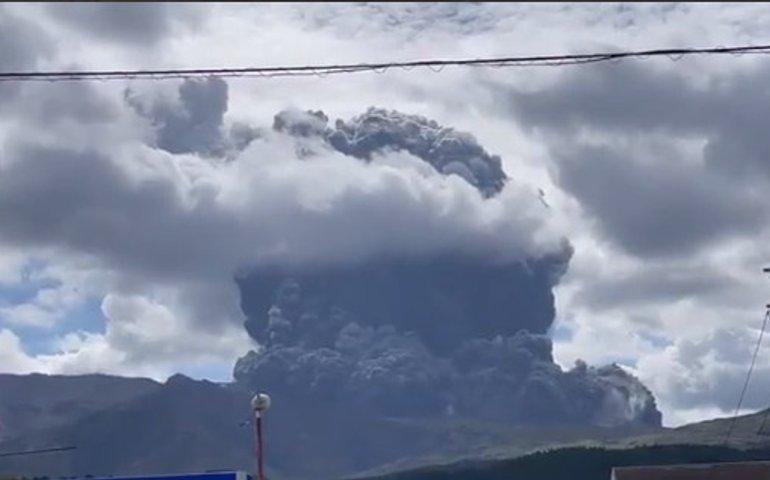 В Японії прокинувся вулкан Асо: острів Іводзіму підняло так, що стало видно затонулі кораблі