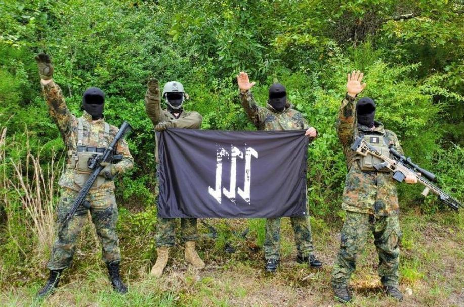 неонацисты База