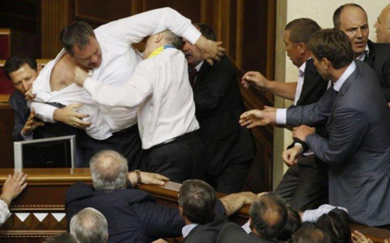 А давайте разгоним парламент?