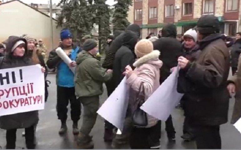 В Харькове майдановцы гамселили друг друга из-за Шокина