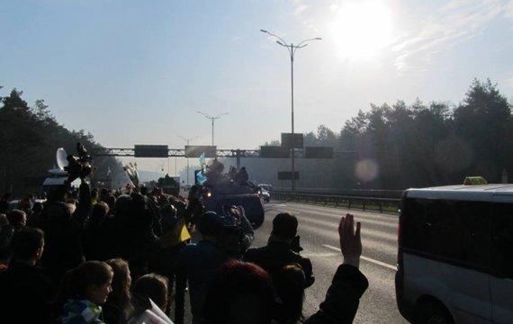 Наші танки на Наших вулицях під Нашими прапорами