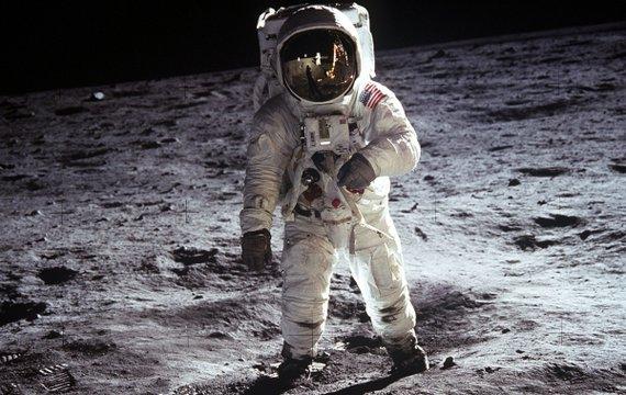 Анонс науково-популярних подій на найближчі 3 дні: колонізація Місяця та ФізМатДень