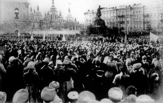 Чому та як Софійський майдан став місцем урочистих зібрань у роки Української революції