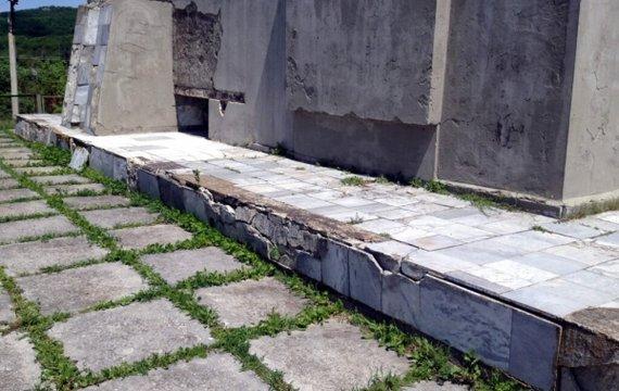 Оккупанты в Крыму довели Братскую могилу советских воинов до критического состояния (ФОТО)