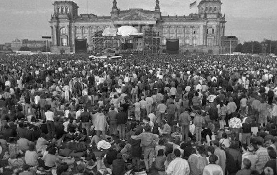 «Берлинские герои от Боуи и Ино» или «Песня, разрушившая стену»