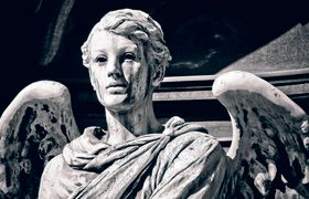 An angel statue