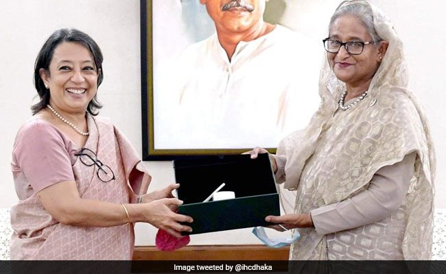 Outgoing Indian Envoy Makes Farewell Call On Bangladesh PM Sheikh Hasina