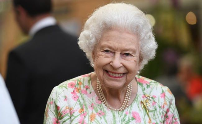 Queen Elizabeth To Honour UK Health Workers For Covid Service