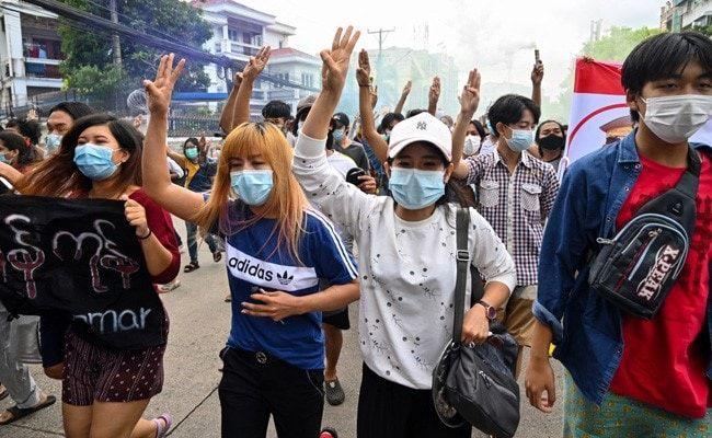 10 Killed In Myanmar Clashes Between Army, Anti-Junta Fighters