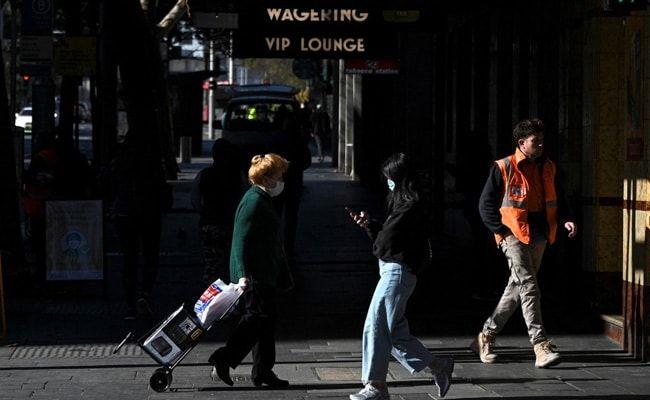 Australia Halves Overseas Arrivals To Curb Virus Outbreaks