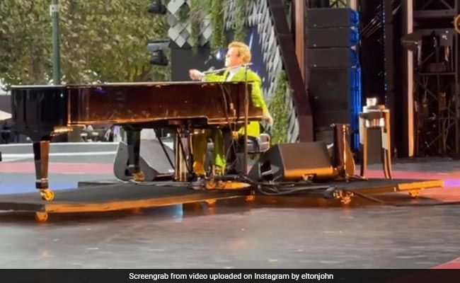 Watch: Elton John Kicks Off World-Spanning Gigs For Climate, Vaccines