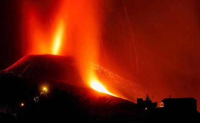 Spanish Island Shuts Airport as Volcanic Eruption Intensifies