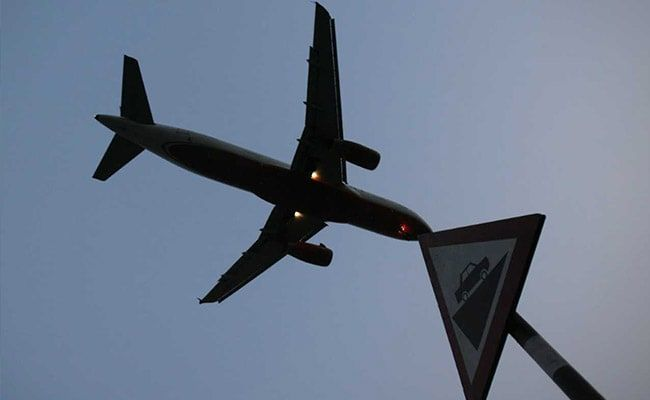 Russia Resumes Air Travel With Britain, Other Countries