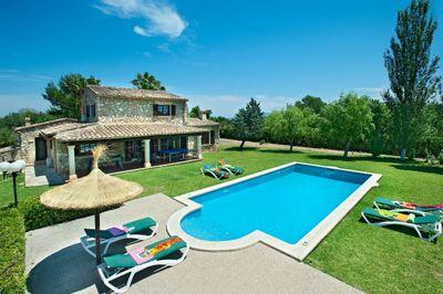 Landvilla mit Bergblick und touristischer Vermietungslizenz in Pollensa