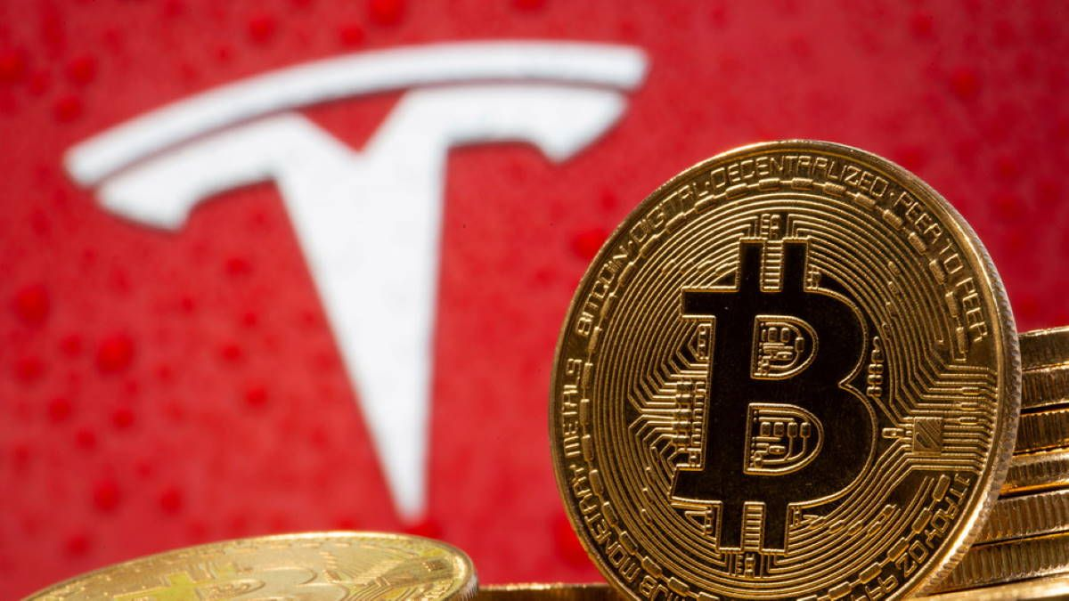 Tesla продала биткоины и получила $100 млн прибыли