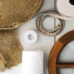 Tillbehör till fönster. Traditionella verktyg och material för fönsterrenovering
