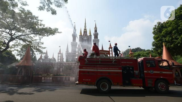 PHOTO: TMII Sprayed by Disinfectant Welcomes New Normality