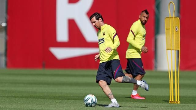 Barcelona Live Training Before the La Liga Competition