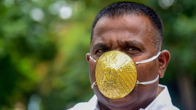 Rogoh Pockets Rp. 57 Million, This Man Makes a Mask from Gold So Protected from Corona Virus