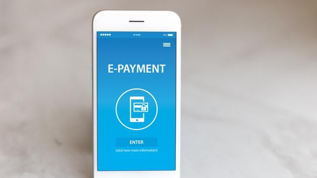 Quickly exhausted? Relax, here are 4 reasons to choose e-money instead of cash
