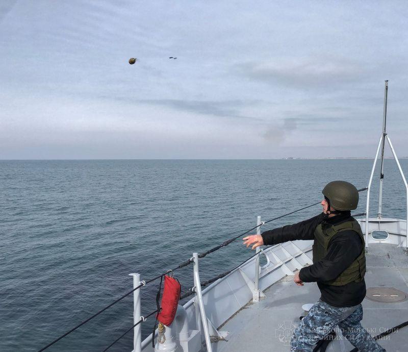 Патрульний катер «Слов'янськ» провів практичні артилерійські стрільби(фото)