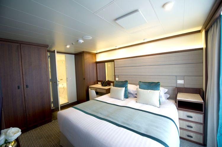 P&O Cruises Britannia Accommodation Suite Ds39285.jpg