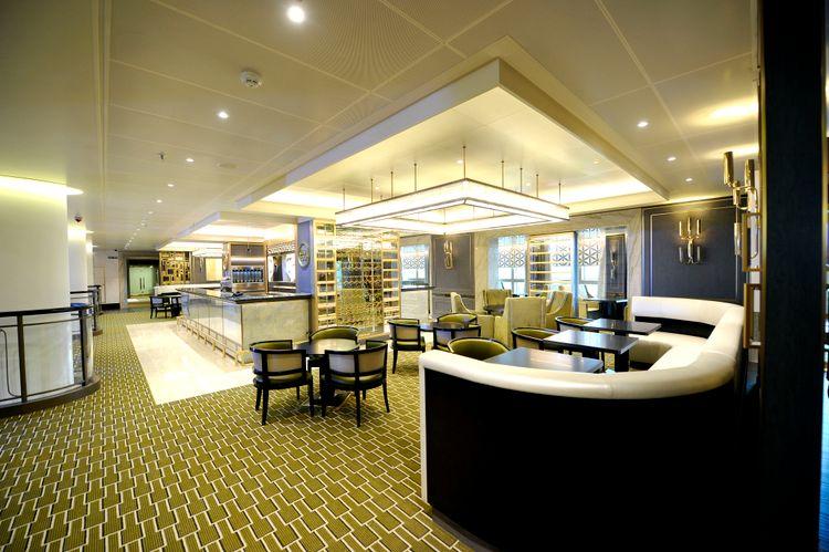 P&O Cruises Britannia Interior Glass House Decor.jpg