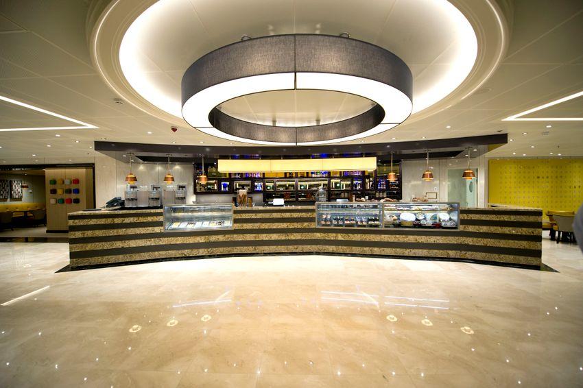 P&O Cruises Britannia Interior Market Cafe Ds38908.jpg