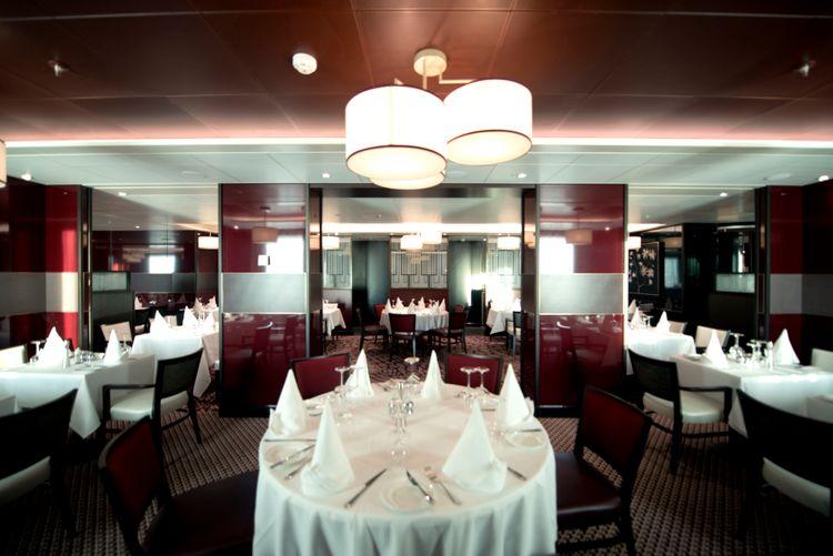 P&O Cruises Britannia Interior Oriental D806880 [Tif 14715096402].jpg