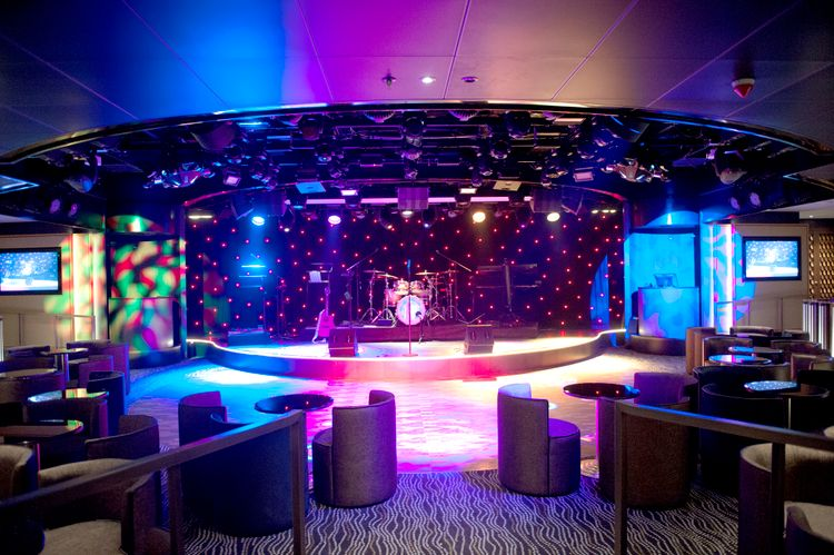 P&O Cruises Britannia Interior Live Lounge Nd32731.jpg