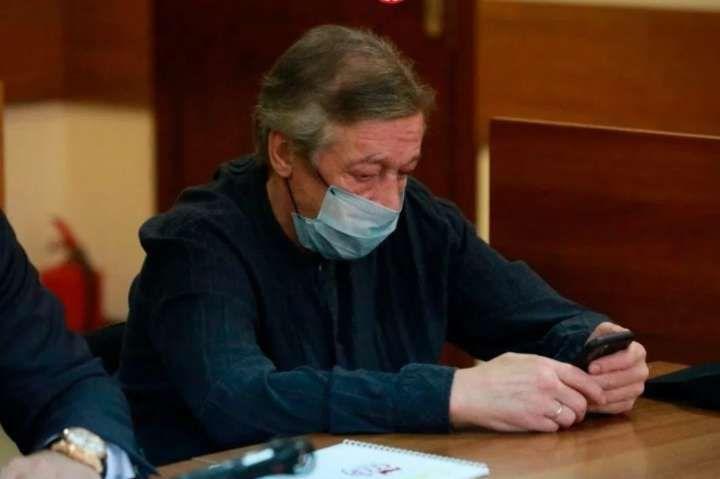 Суд дав Михайлу Єфремову вісім років за смертельну ДТП - Російський актор Єфремов написав лист із СІЗО