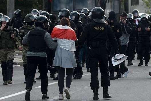 Затриманий намагався пояснити, що він не чує та не говорить - Глухонімого білоруса судили за «вигукування гасел» на протестній акції
