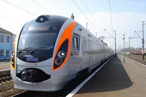 Пасажирів обслуговуватимуть електропоїзди Hyundai. Загалом між Києвом та Харковом курсуватимуть три швидкісні поїзди - Укрзалізниця запускає швидкісний потяг до Харкова