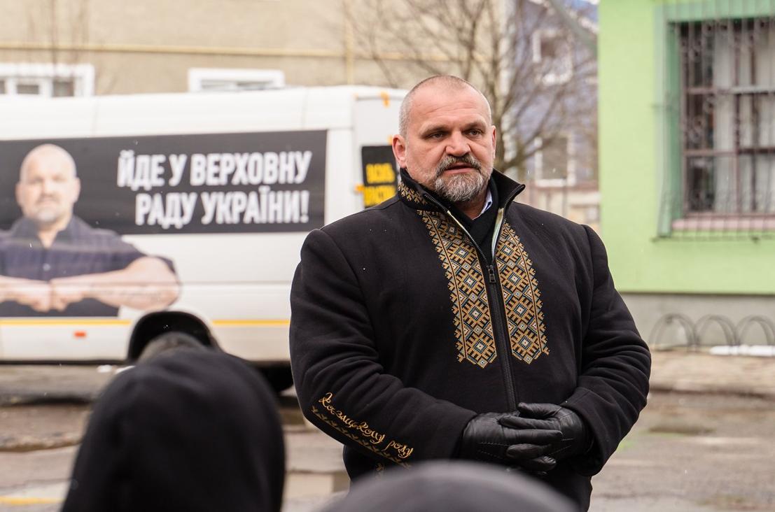 Кандидат від «Слуги народу» Василь Вірастюк вже проголосив себе переможцем виборів