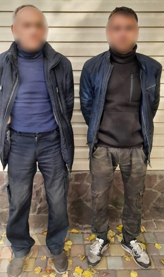 За напад на правоохоронців батька та його сина притягнуть до відповідальності Фото: Нацполіція